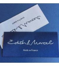 Etiquettes tissées Ultra Haute Définition fond bleu marine, tissage