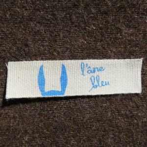 étiquette en cotn écru avec personnalisation en bleu