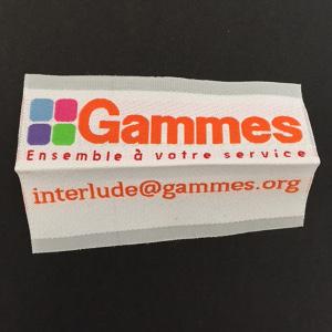 étiquettes tissées avec 7 fils de couleurs différentes