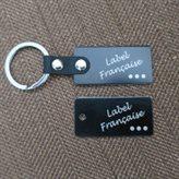 étiquettes en métal gravées montées en porte-clé